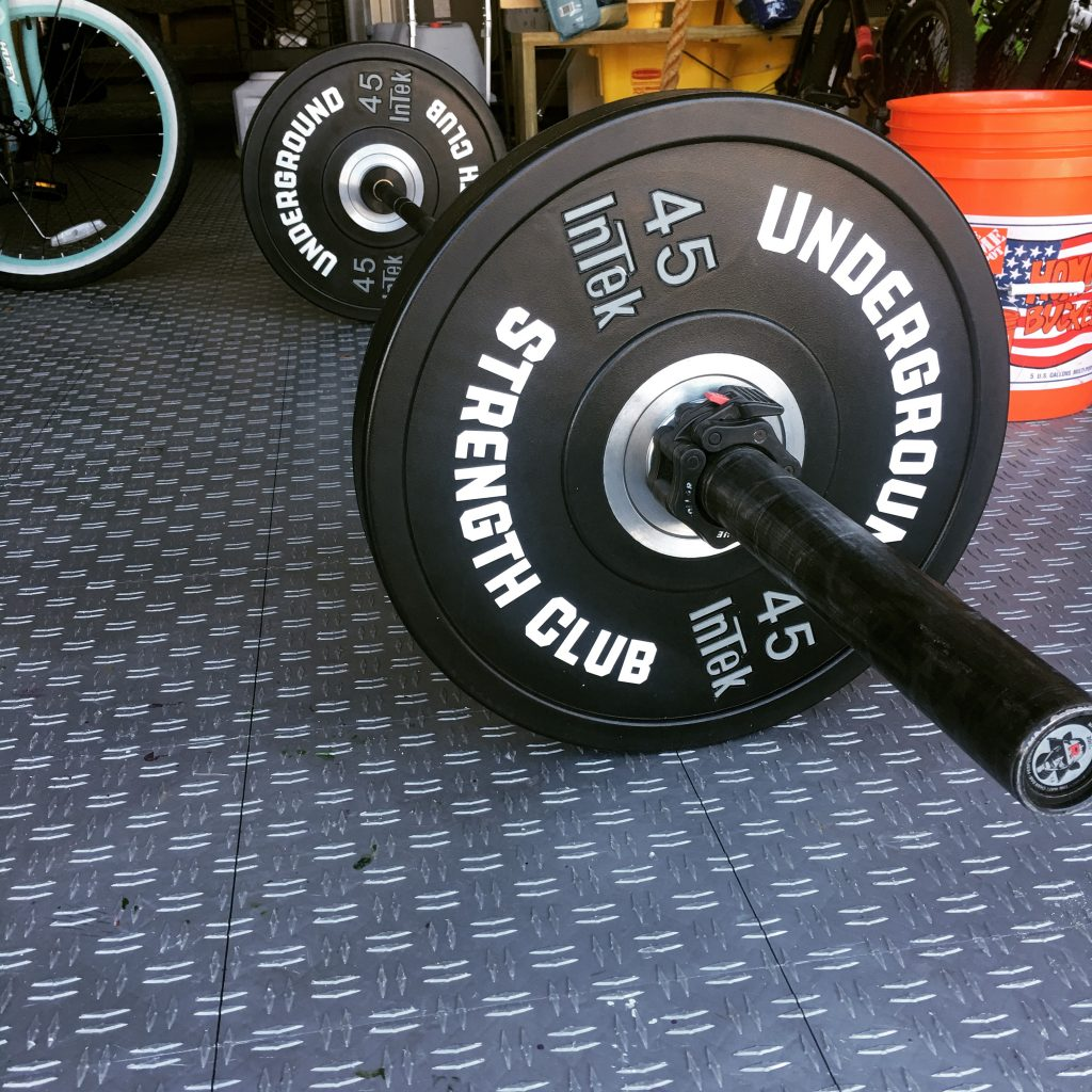 garage-gym-deadlift